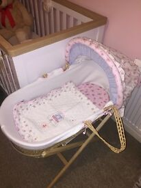 Babies r us love & kisses Moses Basket