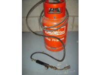 Gas blow torch with cylinder