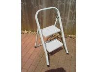 2 STEP METAL FOLDING LADDER FOR HOME OR DIY ONLY £5