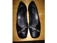 Hotter black leather shoes size 4 and half