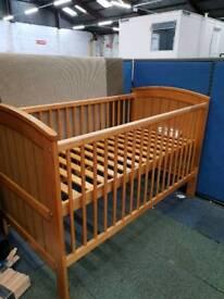 Height adjustable children's cot
