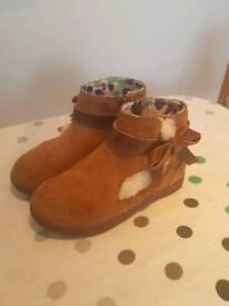 Size 9 girls ugg boots