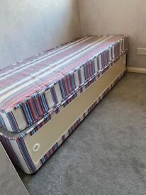 Single bed with mattress and sliding doors