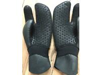 Wetsuit winter boots and gloves (as new) Billabong furnace