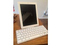 iPad 3 WiFi 16GB - Excellent Condition with Keyboard