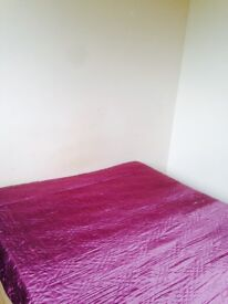 Well maintained non Smoking house Large Double room Bills Included