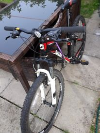 """Giant Revel bike in black/red, A1 condition, not using it anymore, all original parts, 26"""" tyres"""