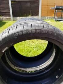 255/35 19 tyres x1