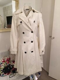 Ladies coat. Size 8. Good as new condition