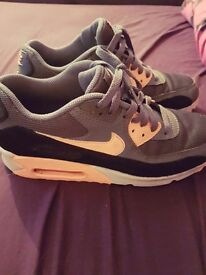 Ladies nike air max trainers size 6! Great condition