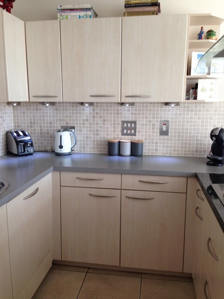 Kitchen units and appliancesin Cardiff Bay, CardiffGumtree - Immaculate kitchen, work tops and appliances available from 22nd May (available to view prior). Included 11 cupboards, 6 drawers, 2 x turn tables in cupboards, 5 ring Bosch hob, Bosch dishwasher, separate fridge & freezer. Laminate work top and gas...