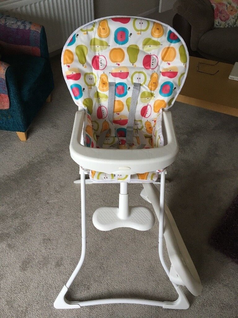 GRACO TEA TIME HIGHCHAIR FRUIT SALAD DESIGN. BOUGHT AUGUST 2016. LOOKS LIKE NEW HARDLY USED