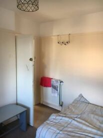 Double room in Marston available now, £480