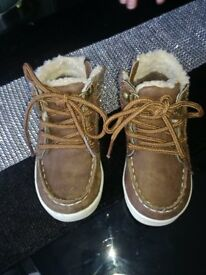 Brown fur lined toddler boots size 6