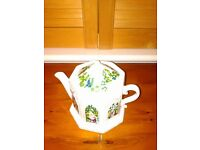 """Wade """"English Life"""" conservatory teapot. Excellent condition, collectors item."""