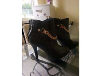 Black boots,size 6