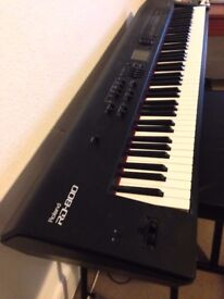 Roland RD 800 Digital Stage Piano with Flight Case and Roland Soft Case