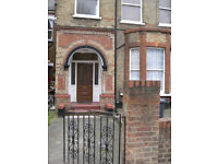 Bedsite to let, Fermepark Rd London N4. fully furnished, all bills inclusive, except electric. 161pw