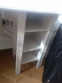 New White corner desk to sell