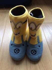Minion slipper boots size 5 - hardly worn.