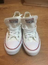 Girls Converse pumps