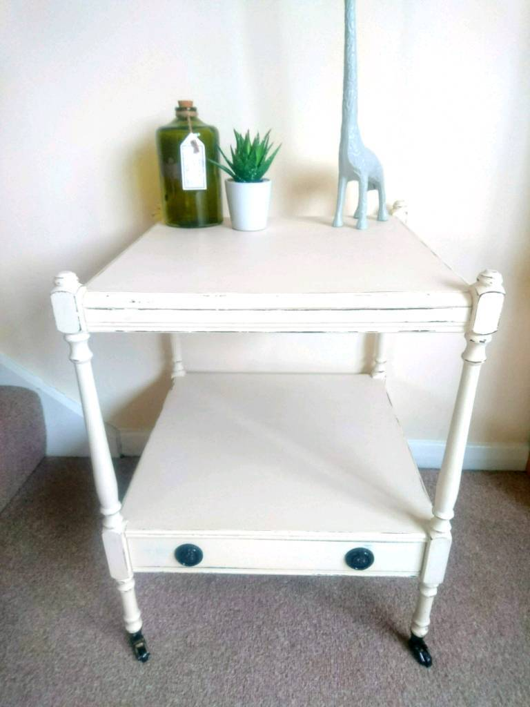 Cute Shabby Chic Antique Cream Side Table In Woodley Berkshire - Antique cream coffee table