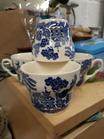EIT vintage tea cups. Blue white. Set of 4