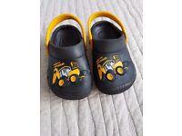 Boys/Toddler Crocs Style Clogs size 6