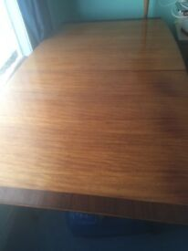 Vintage dining table extendable with centre piece very good condition