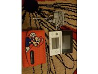 Selling nintendo 3DS comes with box console case and super mario 2 game