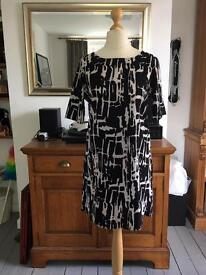 Navy and white abstract pattern cap sleeve dress *Jacqueline de Yong* - Size 10 (EUR 38)