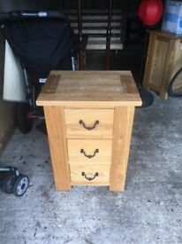 2 bed side tables/draws