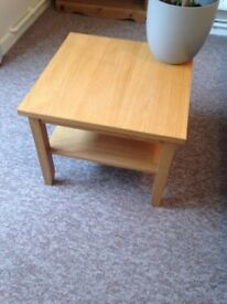 Coffee table, (REDUCED!) wood veneer. New condition,
