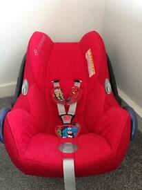 Maxi Cosi Cabriofix car seat and easy fix base