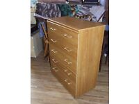 CHEST OF 5 DRAWS ON WHEELS EXCEELENT CONDITION FREE EDINBURGH DELIVERY