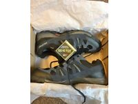 Mens Salomon Escambia GTX Waterproof/ Gore Tex Approach Shoe Size 10UK