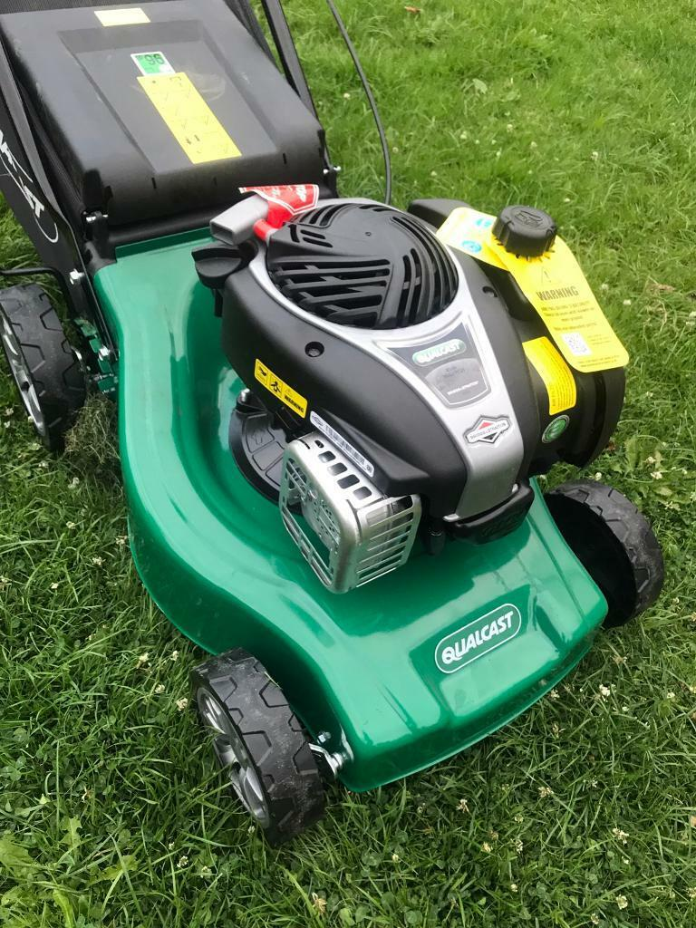 qualcast petrol lawnmower new briggs and stratton engine. Black Bedroom Furniture Sets. Home Design Ideas