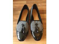 Size 5 mod style loafers with tassels and herringbone pattern