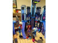 Monster high deluxe school with dolls