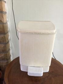 Plastic Cloakroom dustbin