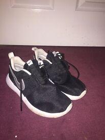 Nike Roshe One trainers size 2.5