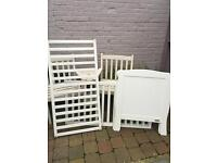Modern white mamas and papas cot for sale. Very good condition