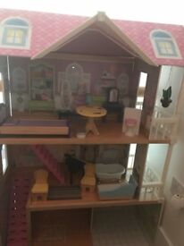 Doll house for girls good condition