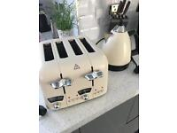 Delonghi cream toaster and kettle