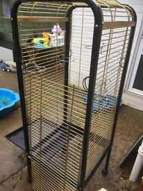 Parrot cage which comes with food bowls