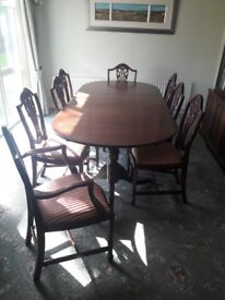 Vintage table with 8 chairs !!! great condition