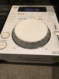 2 x pioneer 350 CDJs FOR SALE