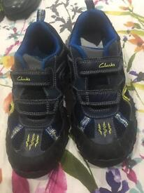 CLarks 12.5 G Navy blue stomasauraus trainers