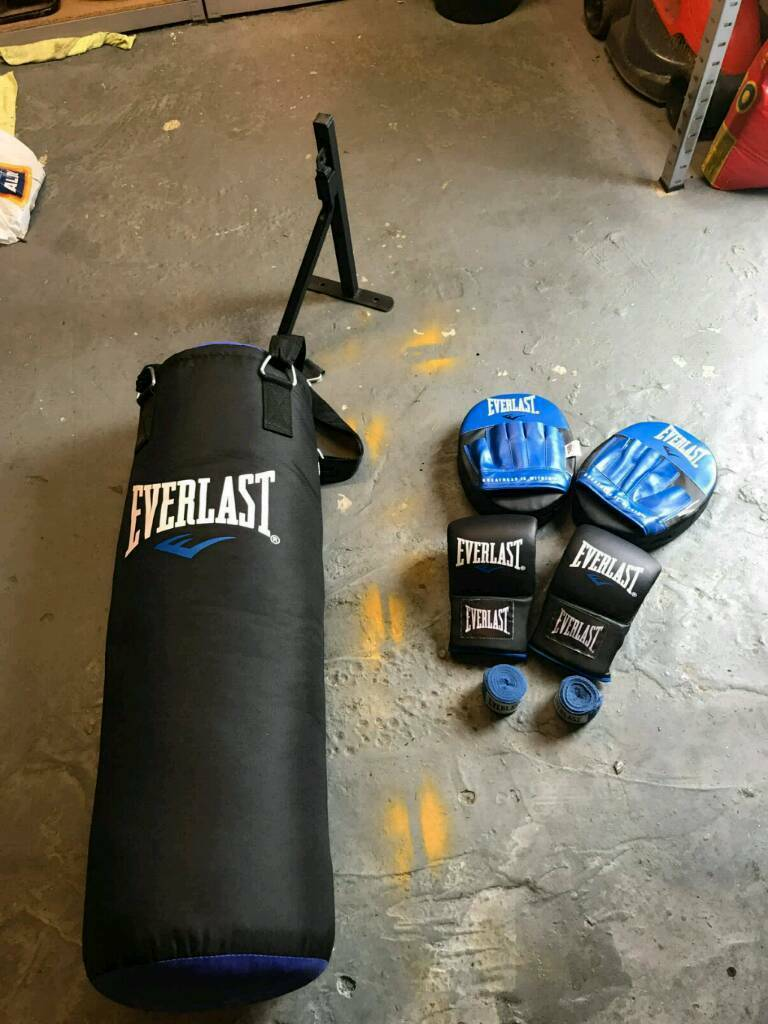 As new Everlast 3ft boxing set, punch bag, wall mount, gloves, pads and wraps