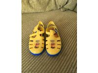 Children's minion jelly shoes